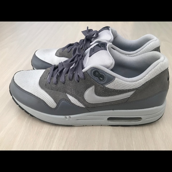 official photos b15d6 3736d Nike Air Max 1 Essential Wolf Grey Men s Size 10.5.  M 5ba42644d8a2c7ab364279b5